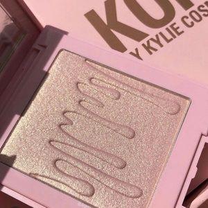 Kylie Cosmetics kylighter TRUE MAMA highlighter
